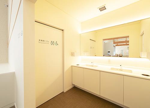 トイレ(成人待合室側)
